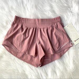 """NWT Lululemon Hotty Hot 2.5"""" Short Pink Taupe 4"""